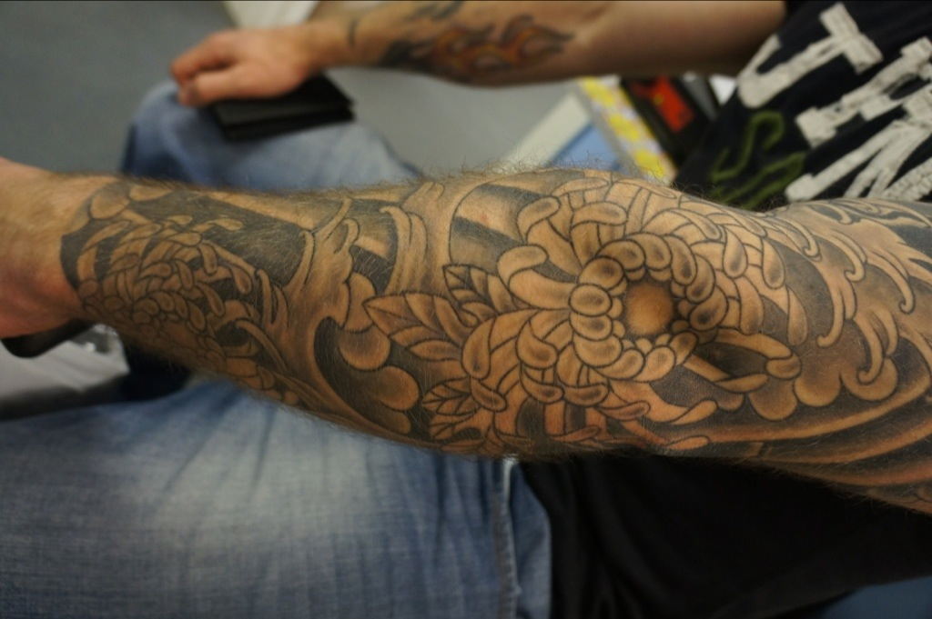 Black N Grey Chrysanthemums Sleeve Roddy Mclean Tattooer